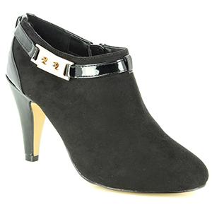 Menbur Black Heels