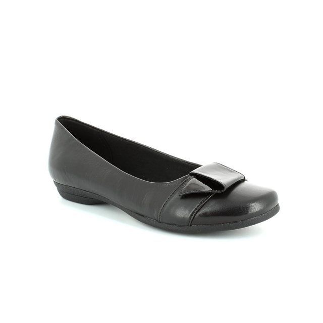 Clarks Discovery Dime D Fit Black pumps