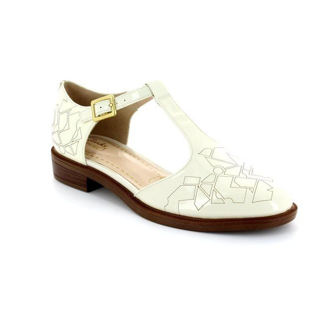 Clarks Everyday Shoes - White - 1549/04D TAYLOR PALM