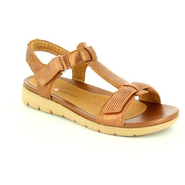 Clarks Un Haywood Bronze sandals