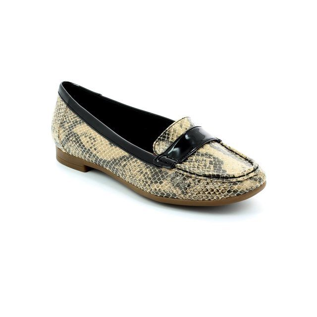 Clarks Atomic Lady D Fit Beige multi loafers