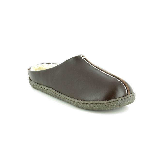 Clarks Relaxed Style G Fit Brown leather slippers