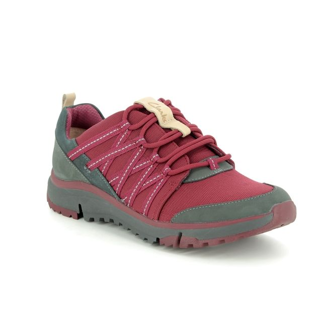 Clarks Tri Trail D Fit Wine Walking Shoes