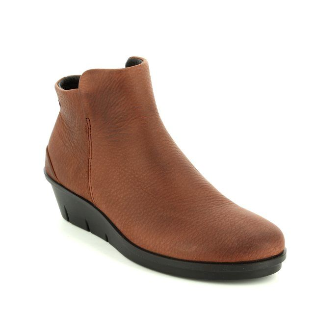 ECCO Skyler 286013-02280 Tan ankle boots in soft nubuck leather
