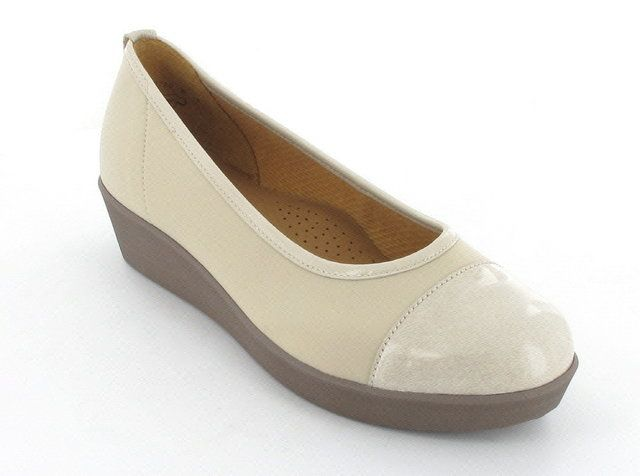Gabor Wed 86.471.83 Beige patent heeled shoes