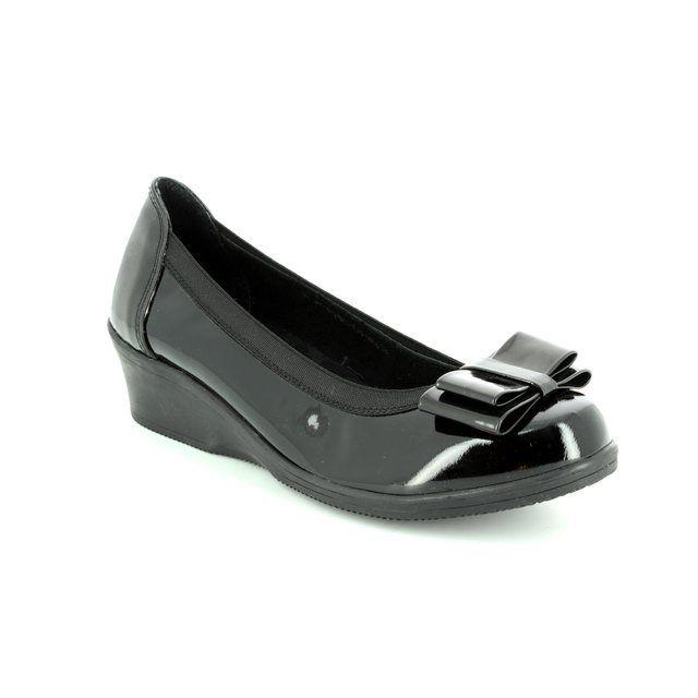 Heavenly Feet Manhattan 7204-40 Black patent pumps