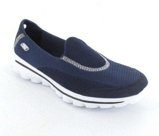 Skechers Go Walk 2 13590 NVY Navy trainers