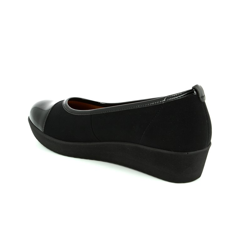Gabor Orient Wed 66.471.87 Black patent heeled shoes