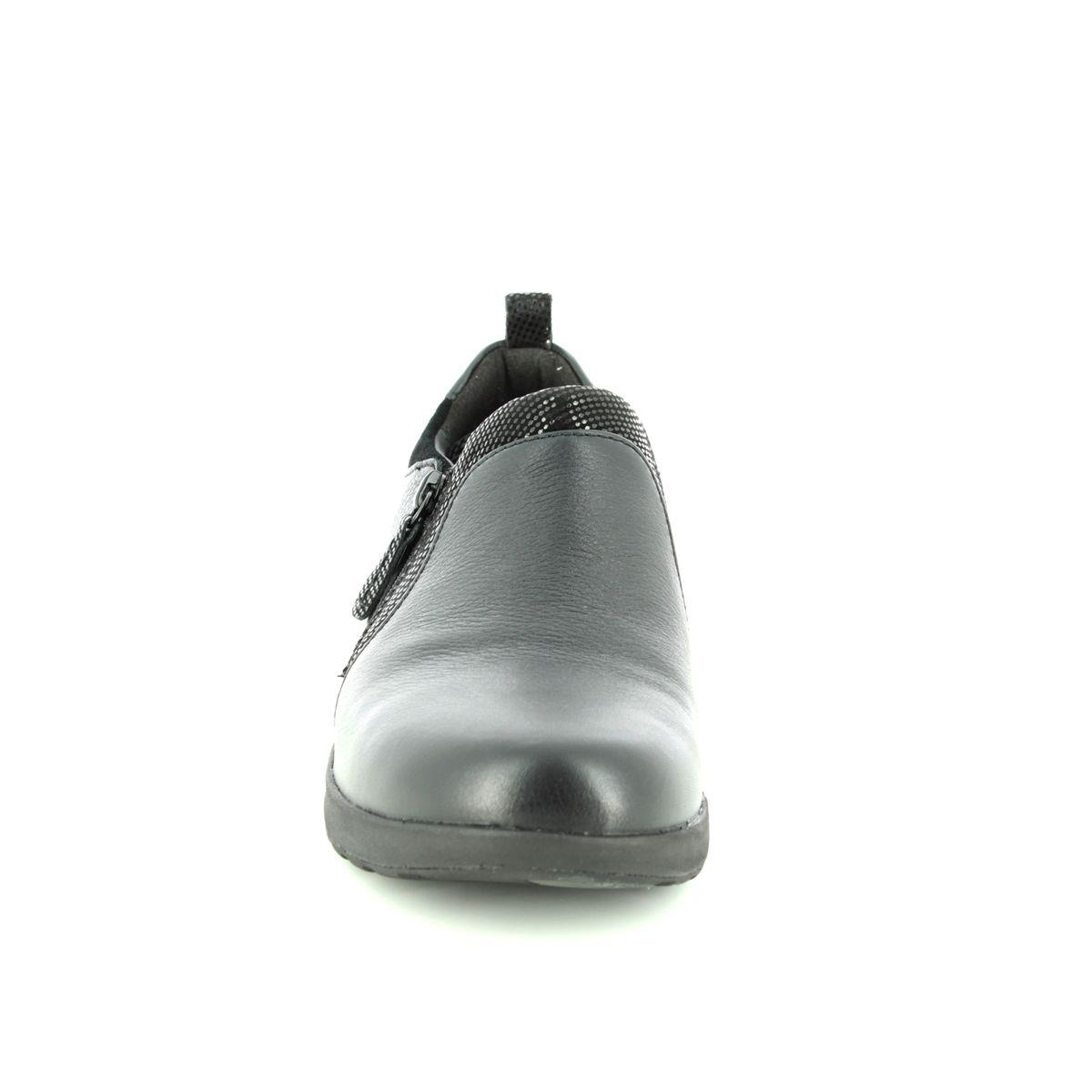 0010be83a44 Clarks Comfort Shoes - Black leather - 3701 75E UN ADORN ZIP