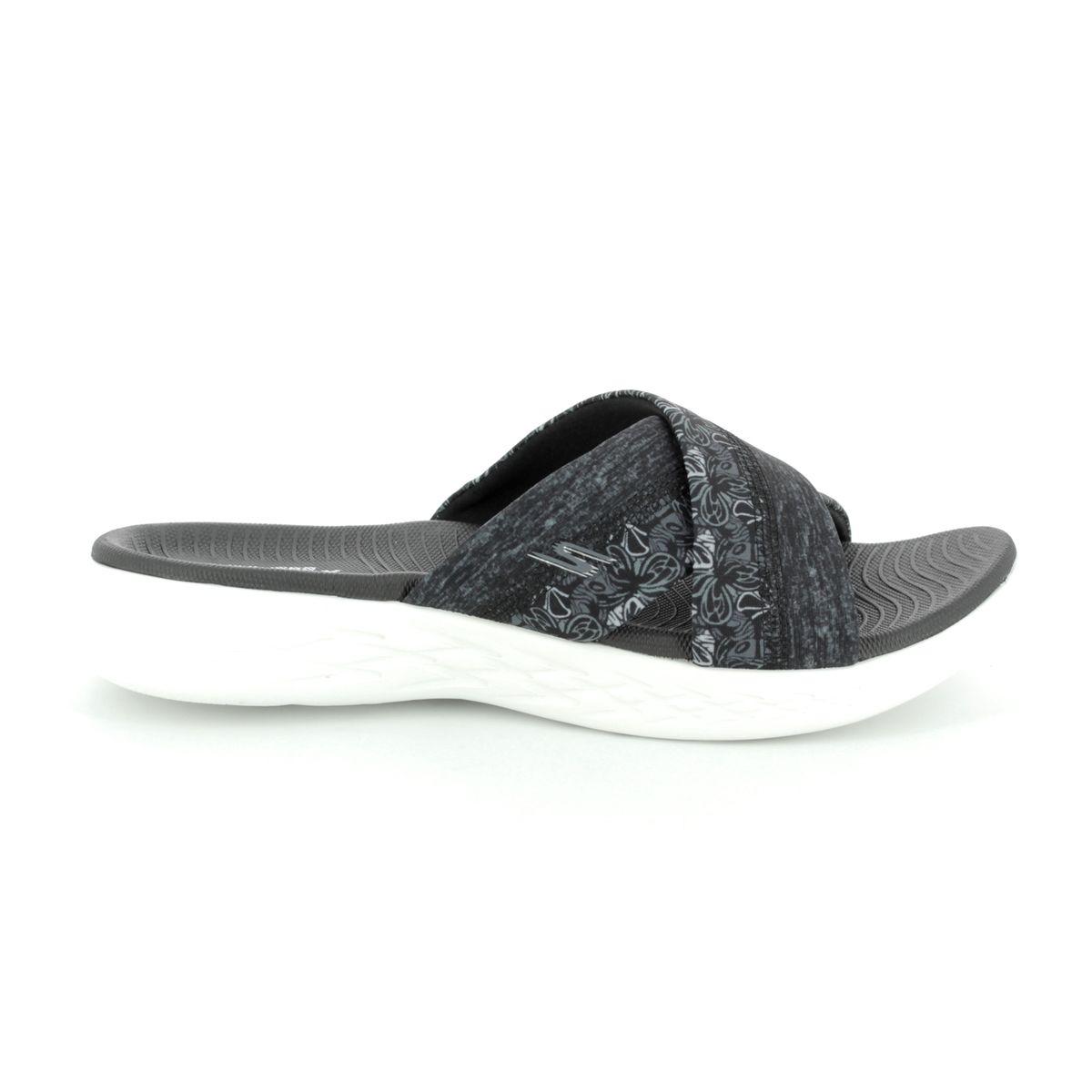 8af8e257d5a7 Skechers Monarch 600 15306 BKW Black-white sandals